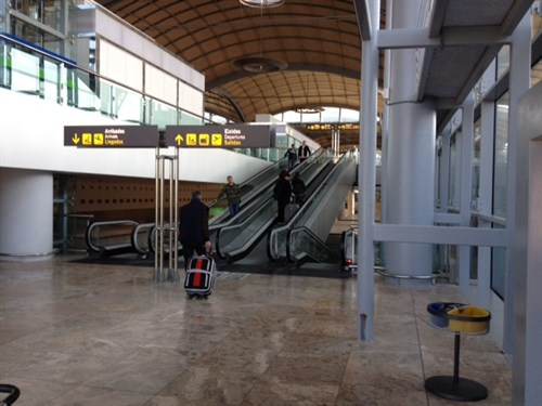 Take this moving ramp to arrive smoothly at the check-in desk area.