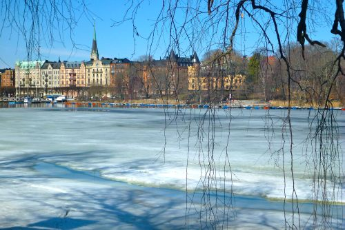 how to go from arlanda airport to stockholm