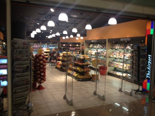 The Airport Market includes fresh fruit, snacks and a range of soft and alcoholic beverages. No need to go hungry...