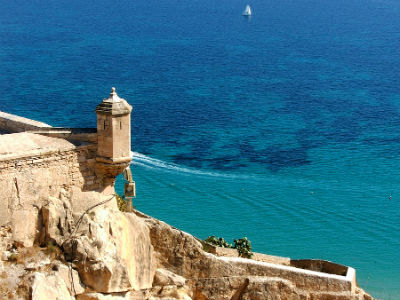 car hire from Alicante Airport will let you discover the Castillo de Santa Barbara